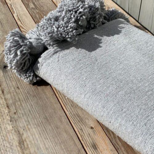 Pompom teppe grått