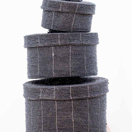 bokser av ståltråd og perler