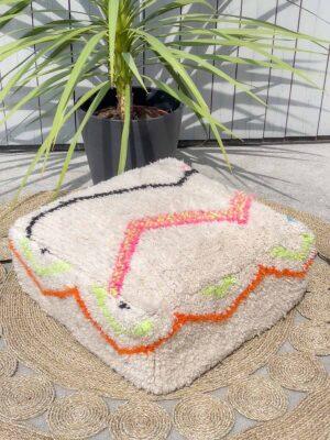 puff laget av vintage teppe